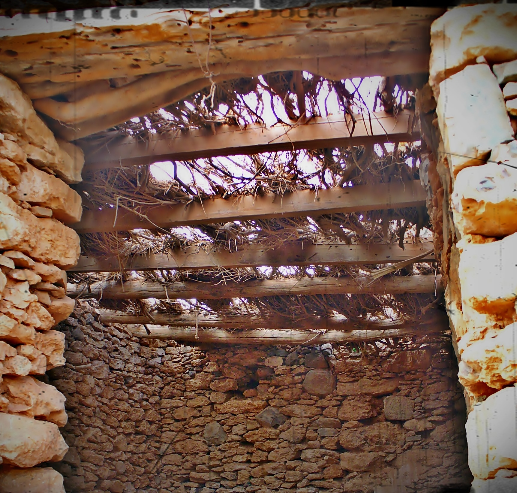 Dintel y vigas de madera de techumbre en uinas, Tuineje